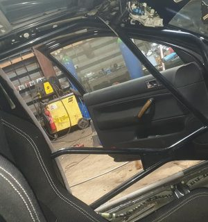 MK4 VW Golf Bolt in Multipoint Competition Roll Cage – Sunroof / Non Sunroof